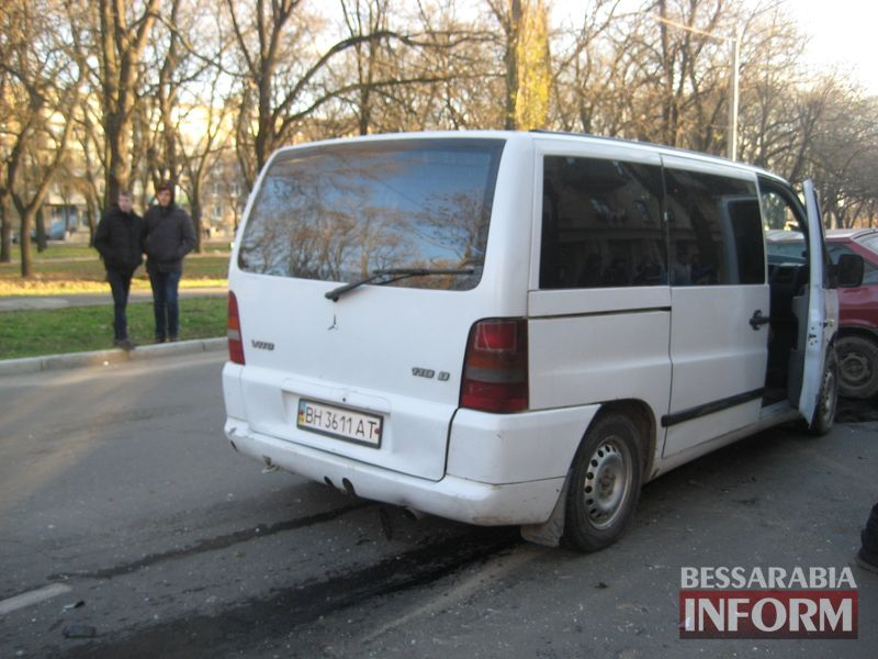 """IMG_0739 Измаил: возле тюрьмы столкнулись """"Mercedes Vito"""" и """"ВАЗ-2108"""" (ФОТО)"""