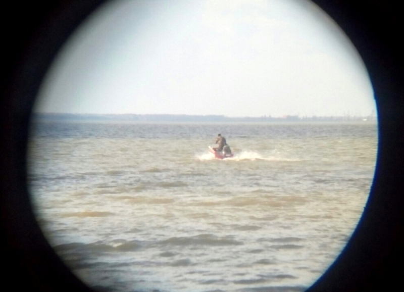 В Ренийском р-е продолжают искать рыбаков на озере Кагул: пока нашли только весла и фрагменты лодки (ФОТО)