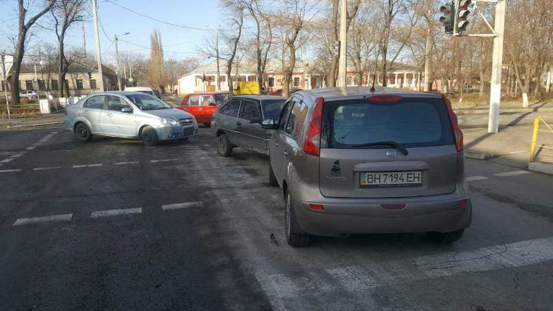 346346 Еще одно ДТП в Измаиле: на проспекте Суворова столкнулись три автомобиля (фото)