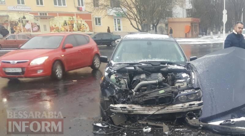 В Измаиле ЗИЛ снес капот BMW (фото)
