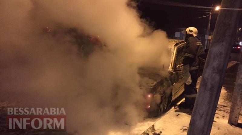 586003eb1b2df_viber-image В Измаиле возле автостанции сгорел автомобиль (фото, видео)
