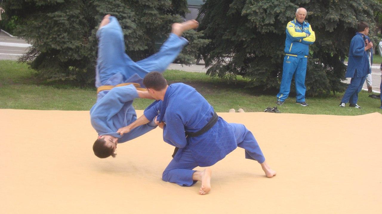 CaIRDC0-KNc Поступок: в Измаиле тренер по дзюдо спас от разбойного нападения девушку