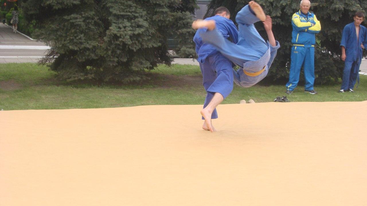 FwEWFHMkxRs Поступок: в Измаиле тренер по дзюдо спас от разбойного нападения девушку