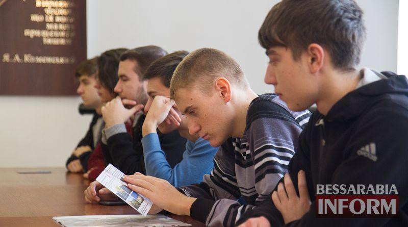Откровенная беседа: в Измаиле врачи рассказывали студентам о СПИДе (ФОТО)