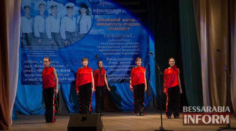 Офицерский бал: в Измаиле будущих моряков посвящали в первокурсники (ФОТО)