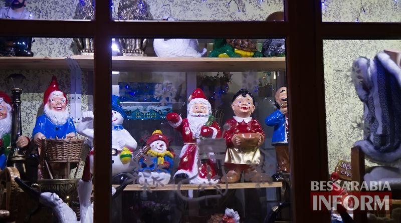Измаил предновогодний: сверкающие витрины, волшебной красоты главная елка и праздничная суета (фото)