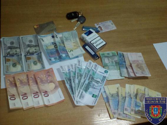 В Сергеевке грабители банка, убегая с места преступления, столкнулись с деревом (фото, видео)