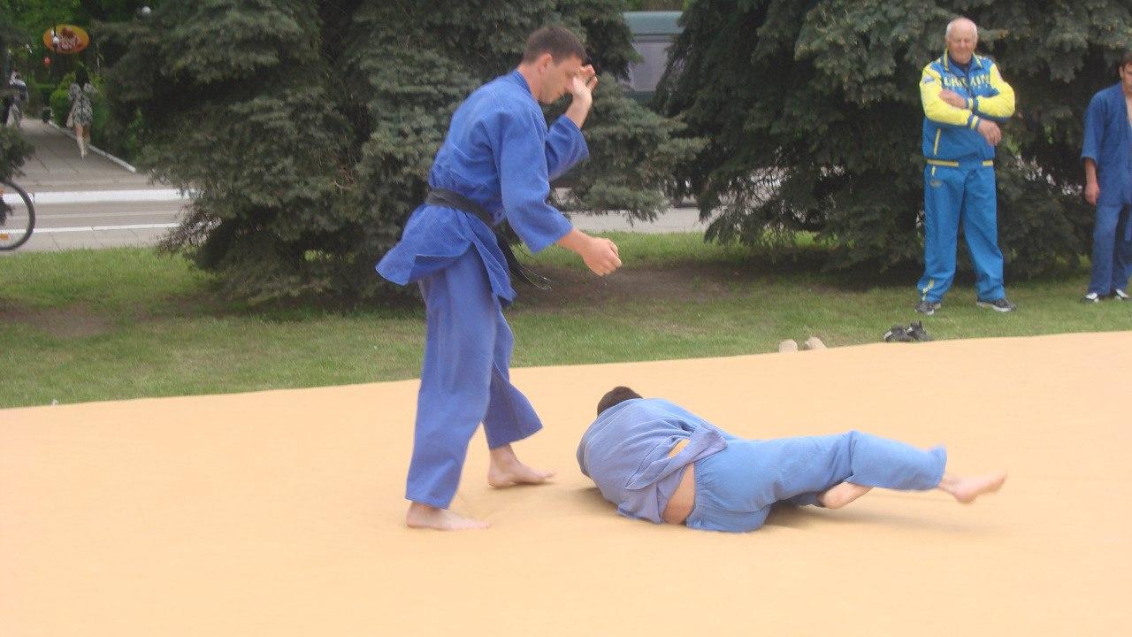 sm0oXrmJ8pI Поступок: в Измаиле тренер по дзюдо спас от разбойного нападения девушку
