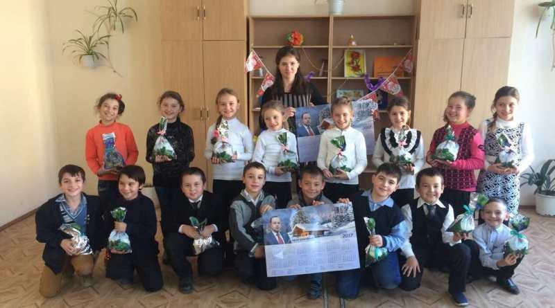 В Ренийском районе депутат облсовета Бойченко И.И поздравил детей с новогодними праздниками