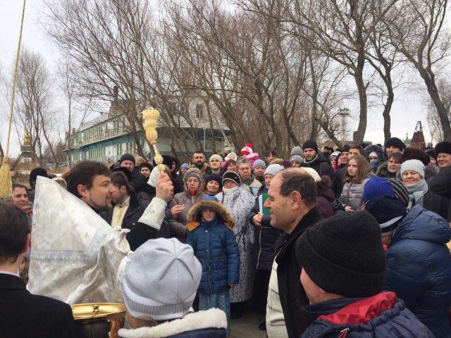 Как килийцы окунались в ледяной Дунай на Крещение (фоторепортаж)
