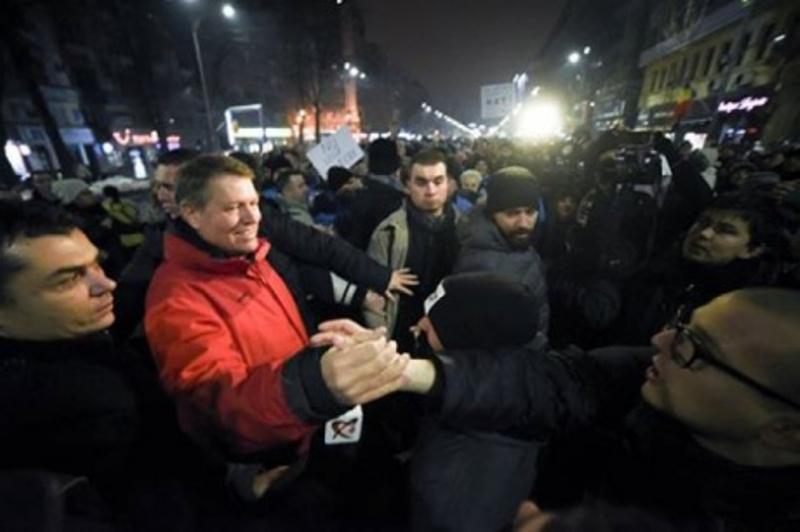 0240ac1-1 В Румынии десятки тысяч людей вышли на антиправительственные митинги