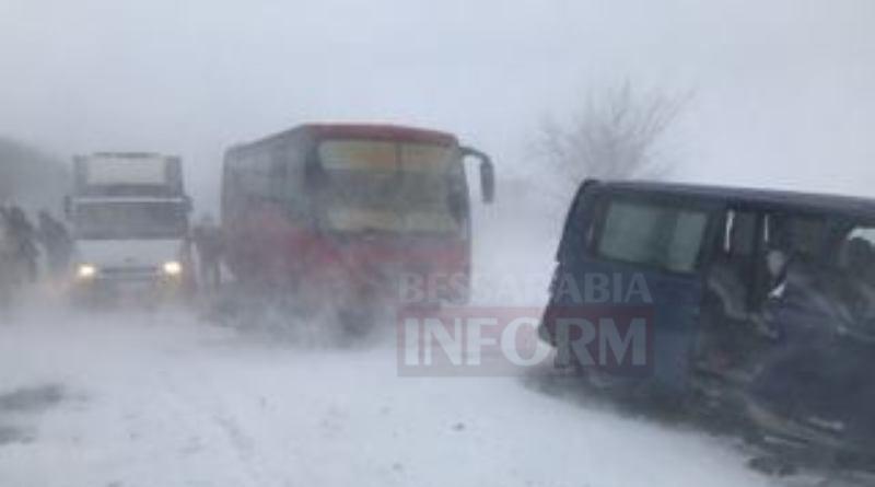 На трассе Одесса-Рени произошло ДТП с участием автобуса Килия-Одесса. Есть пострадавшие (фото, видео)