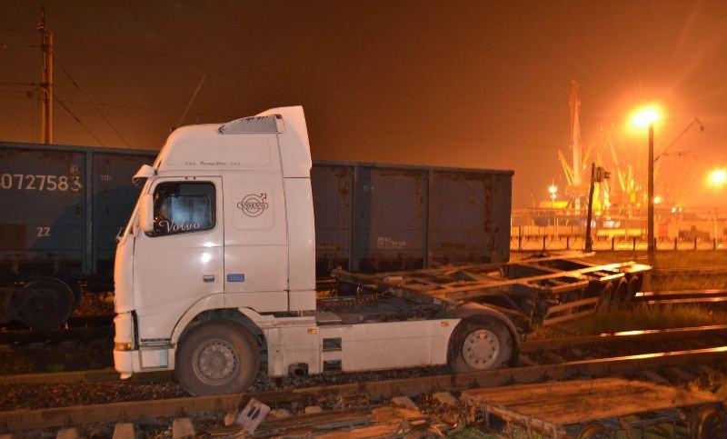 DSC_2133 На переездах Одесской железной дороги за год по вине водителей произошло 19 ДТП (ФОТО)