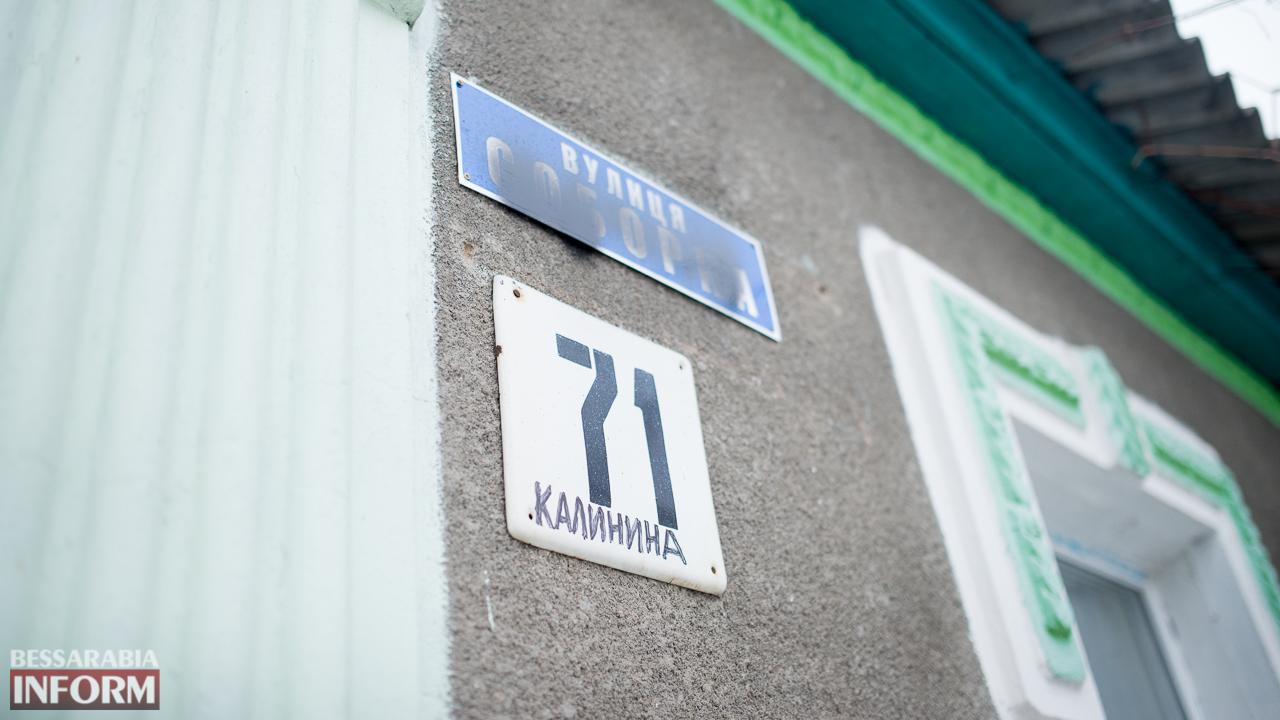 Фотофакт: в Измаиле вандалы портят таблички с новыми названиями улиц (ФОТО)