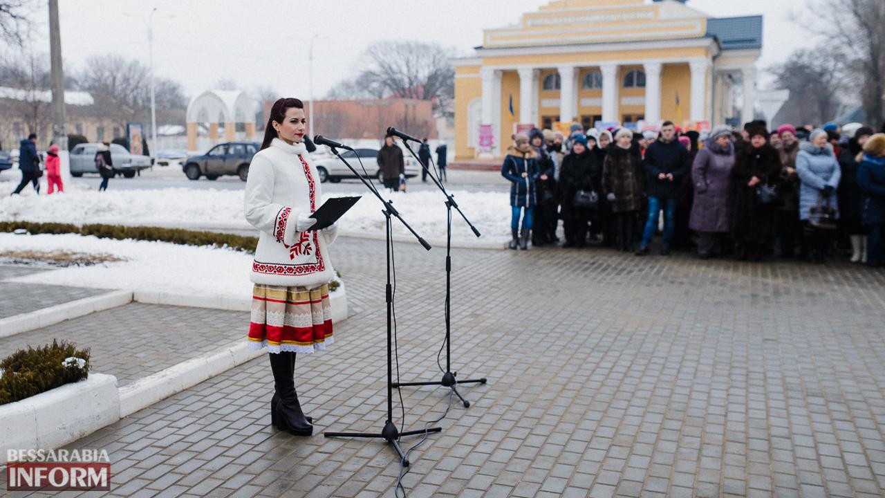 SME_3635 Ко Дню Соборности измаильчане возложили цветы к памятнику Шевченко (фото)