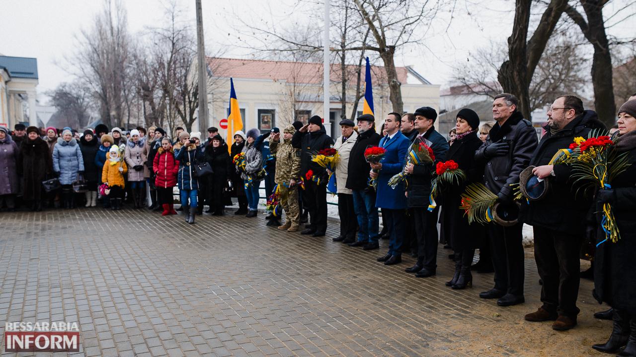 SME_3637 Ко Дню Соборности измаильчане возложили цветы к памятнику Шевченко (фото)