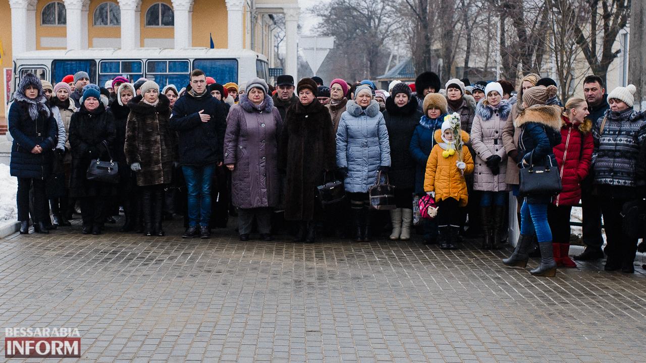 SME_3642 Ко Дню Соборности измаильчане возложили цветы к памятнику Шевченко (фото)