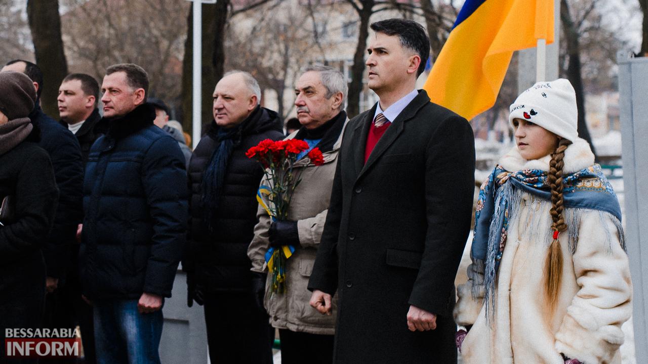 SME_3644 Ко Дню Соборности измаильчане возложили цветы к памятнику Шевченко (фото)