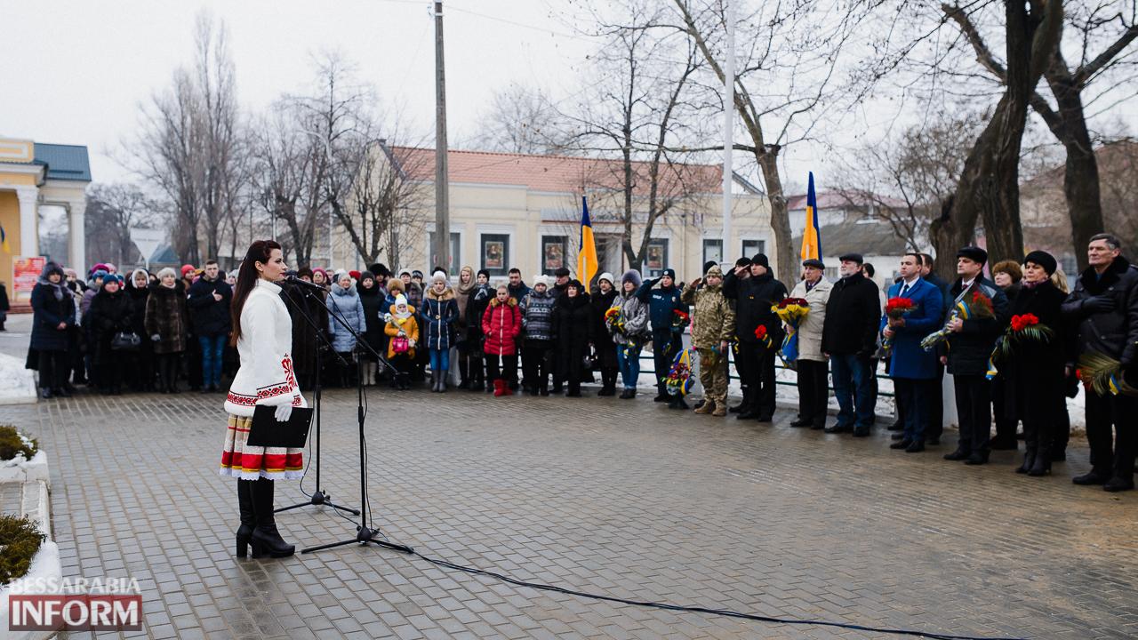 SME_3647 Ко Дню Соборности измаильчане возложили цветы к памятнику Шевченко (фото)