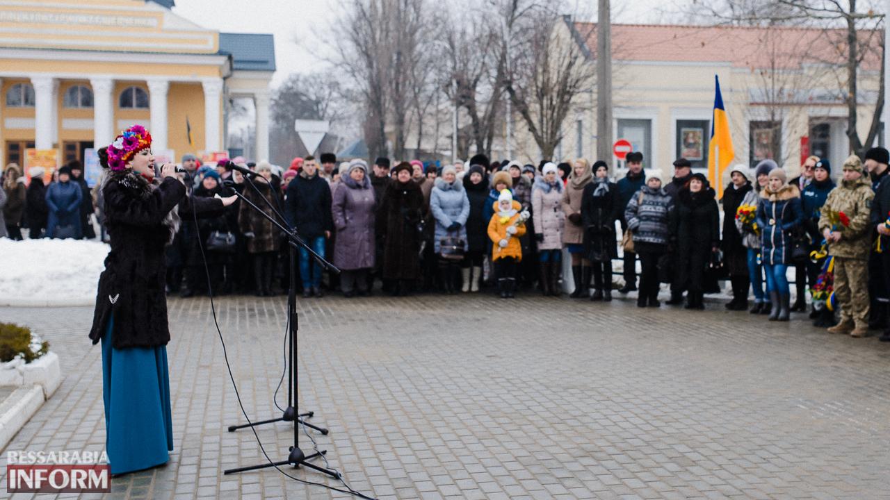 SME_3657 Ко Дню Соборности измаильчане возложили цветы к памятнику Шевченко (фото)