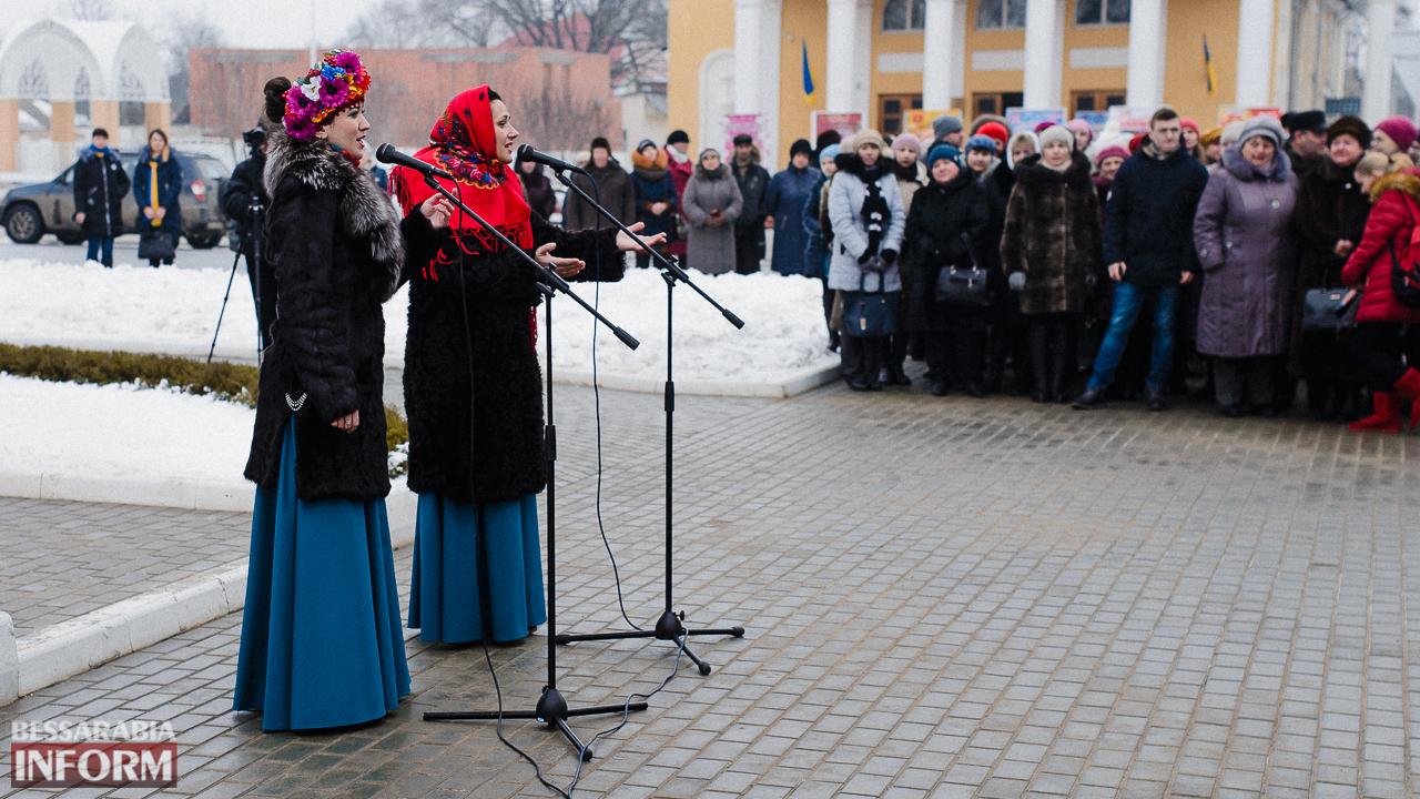 SME_3662 Ко Дню Соборности измаильчане возложили цветы к памятнику Шевченко (фото)