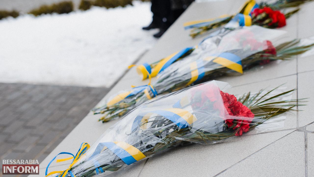 SME_3683 Ко Дню Соборности измаильчане возложили цветы к памятнику Шевченко (фото)