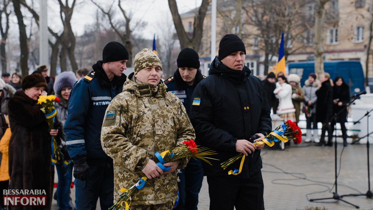 SME_3689 Ко Дню Соборности измаильчане возложили цветы к памятнику Шевченко (фото)