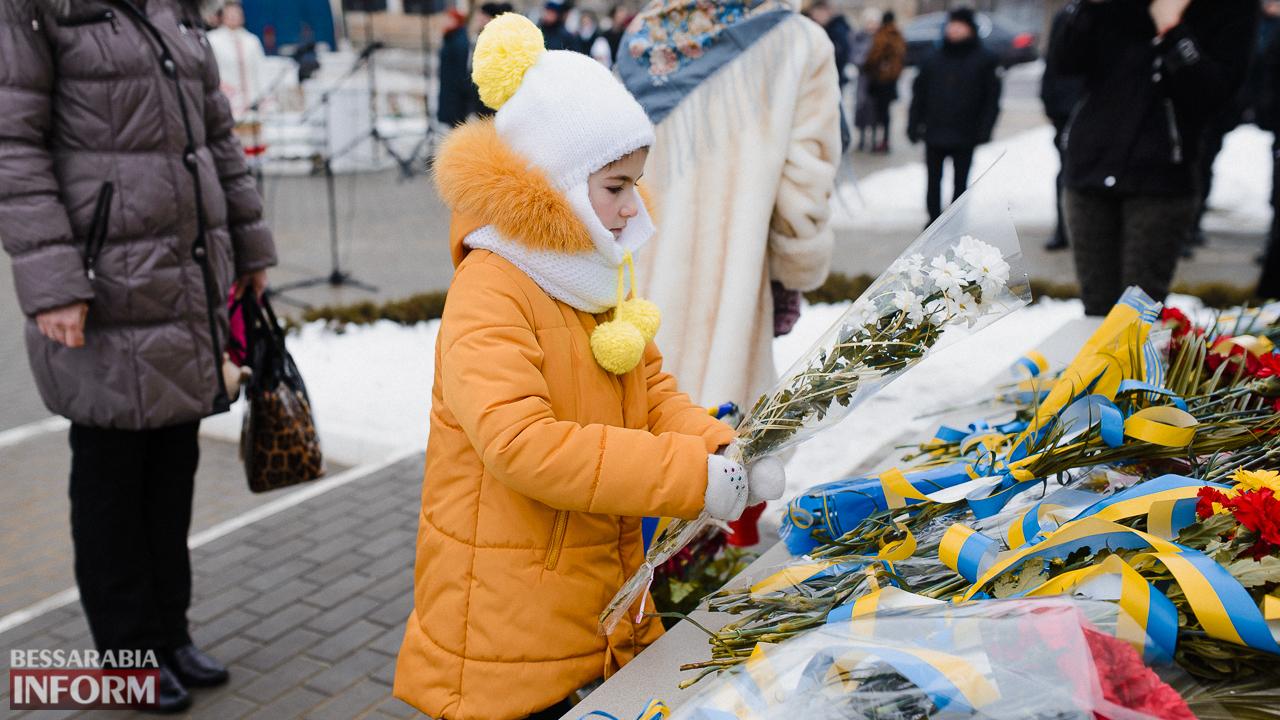 SME_3696 Ко Дню Соборности измаильчане возложили цветы к памятнику Шевченко (фото)