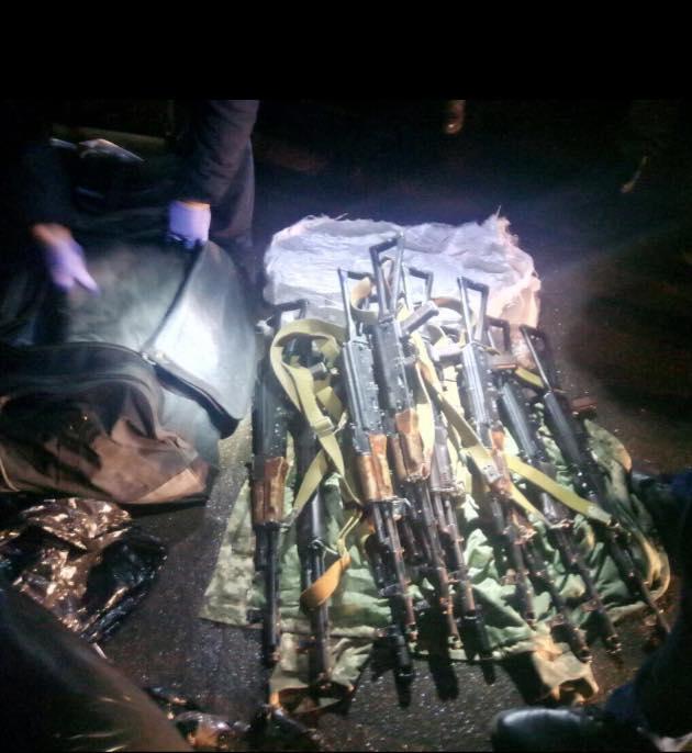 Матиос: задержан одесский военный, который вез на Майдан автоматы Калашникова
