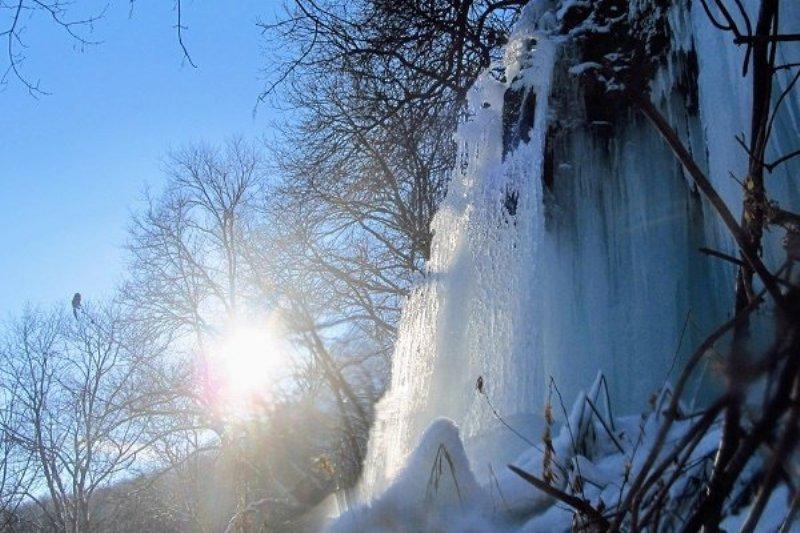 В Тернопольской области замерз крупнейший равнинный водопад Украины (ФОТО)