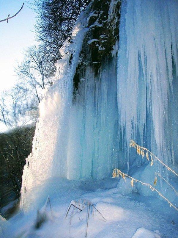 1021332299 В Тернопольской области замерз крупнейший равнинный водопад Украины (ФОТО)