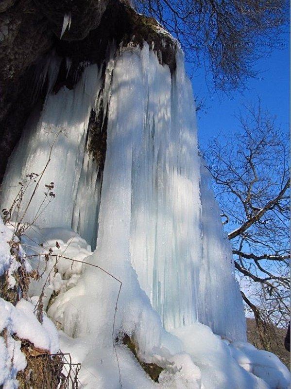 1021332343 В Тернопольской области замерз крупнейший равнинный водопад Украины (ФОТО)