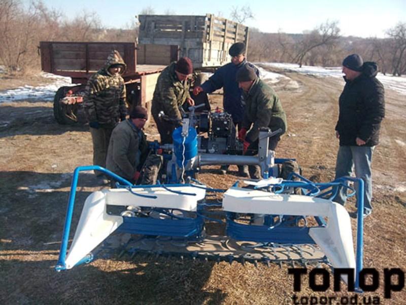 Болград: на озере Ялпуг начали срезать тростник специальной мотокосилкой (ФОТО)