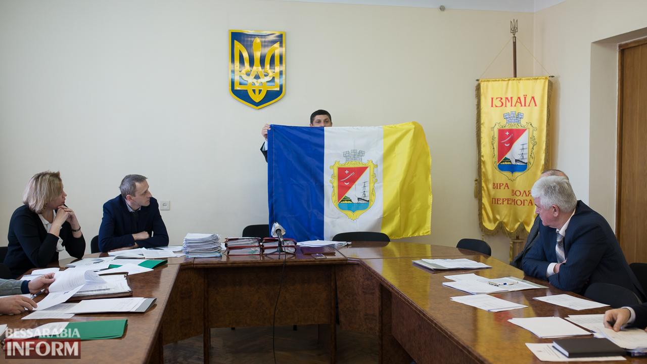 В Измаиле презентовали первый флаг города (ФОТО)