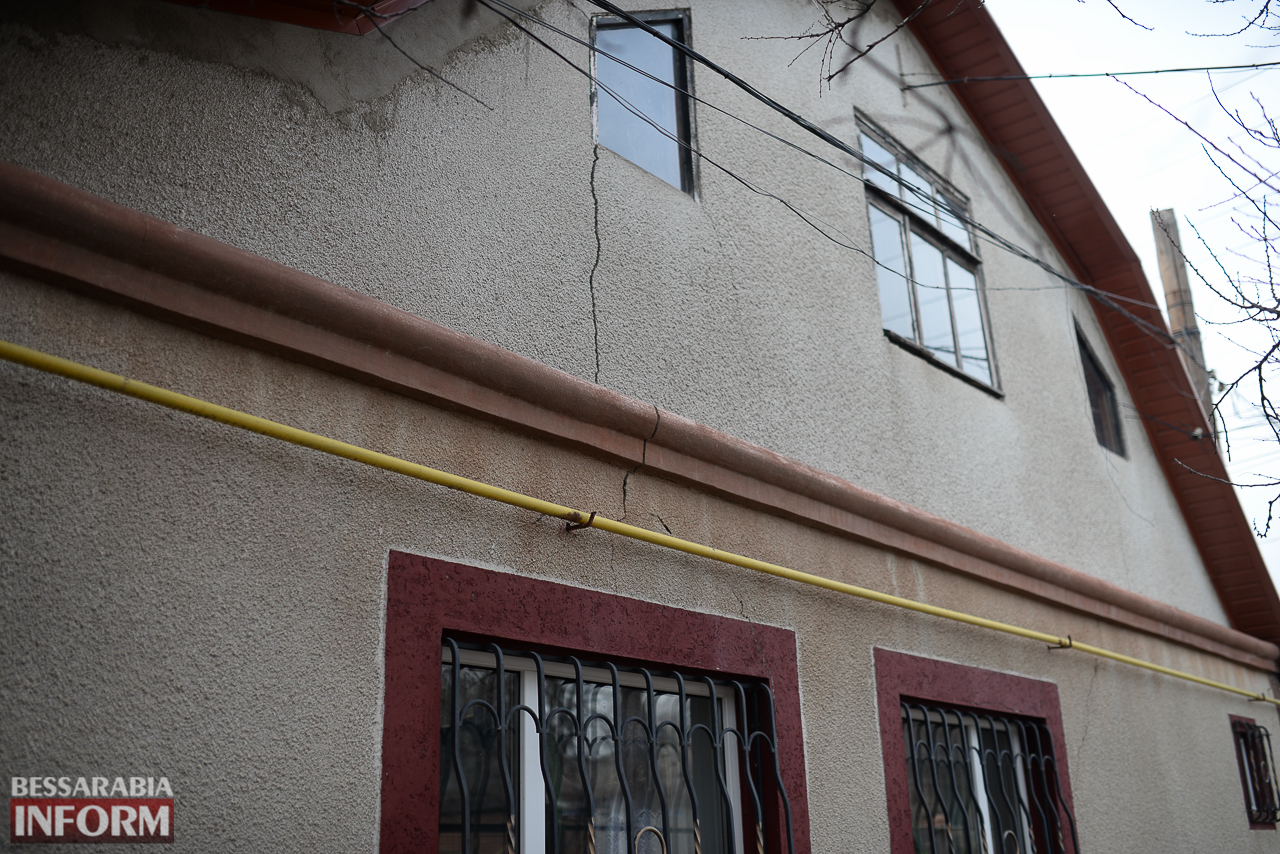 SME_6620 В Измаиле из-за аварии на водопроводе в частном секторе несколько домов пошли огромными трещинами (ФОТО)