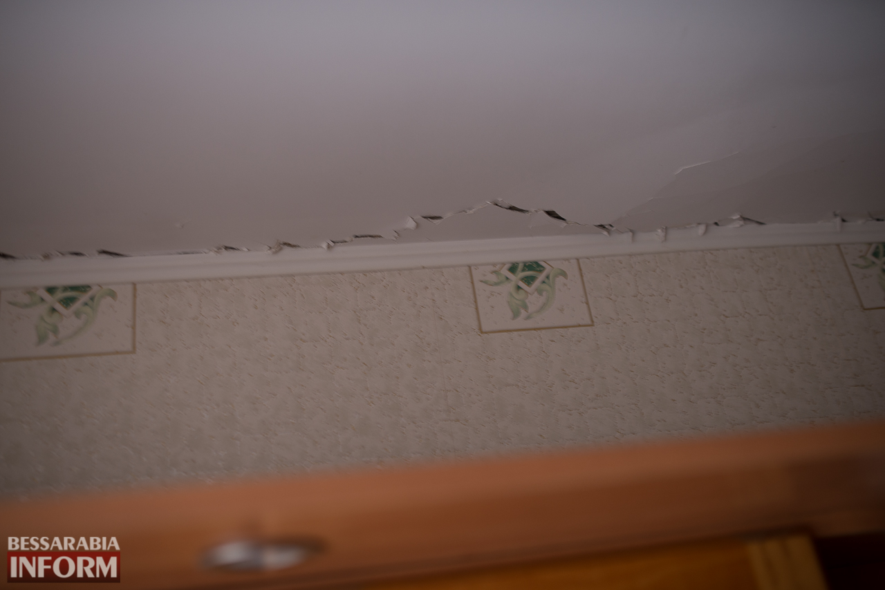 SME_6647 В Измаиле из-за аварии на водопроводе в частном секторе несколько домов пошли огромными трещинами (ФОТО)