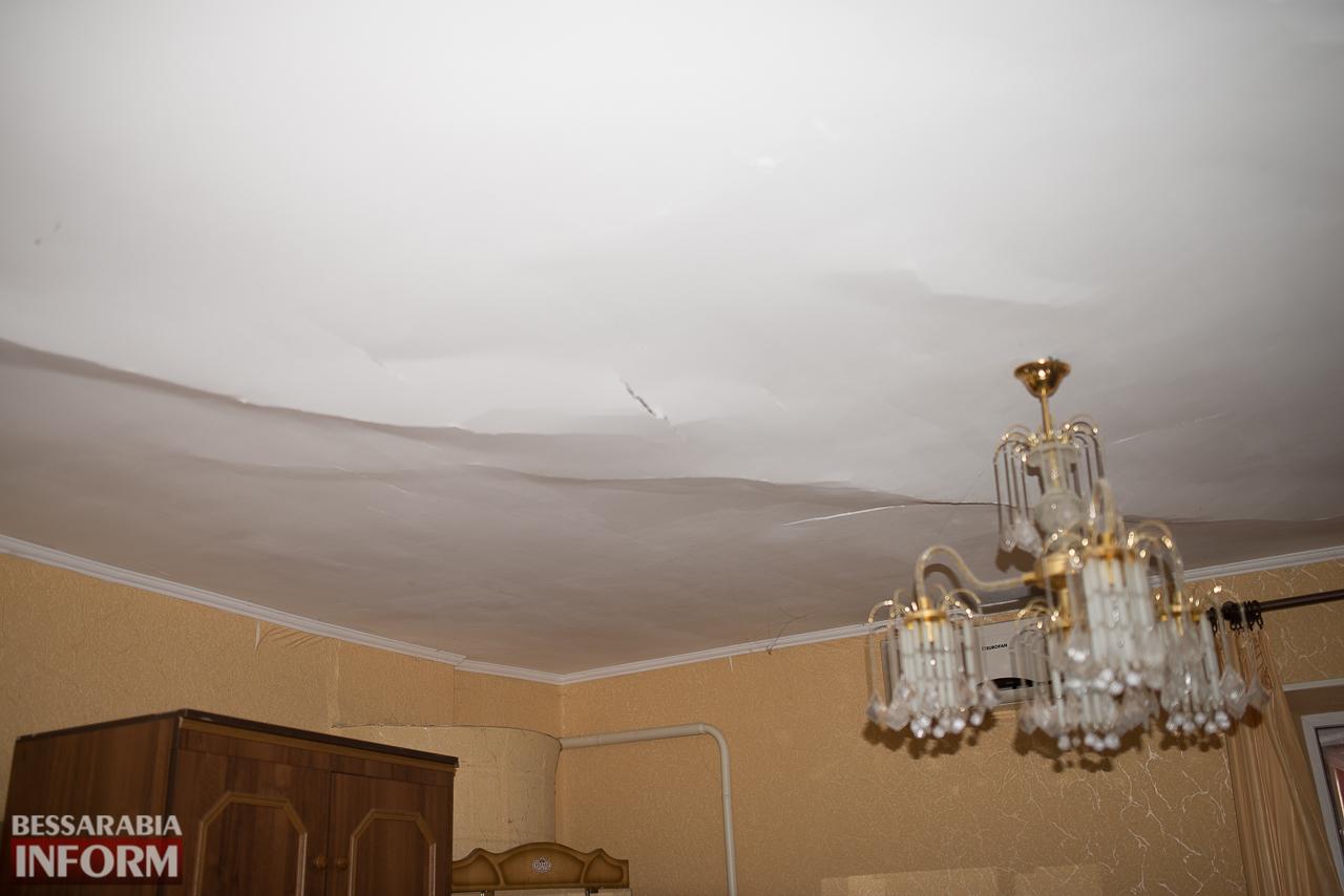 SME_6668 В Измаиле из-за аварии на водопроводе в частном секторе несколько домов пошли огромными трещинами (ФОТО)