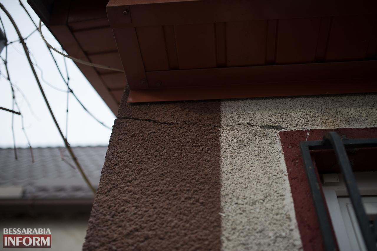 SME_6678 В Измаиле из-за аварии на водопроводе в частном секторе несколько домов пошли огромными трещинами (ФОТО)