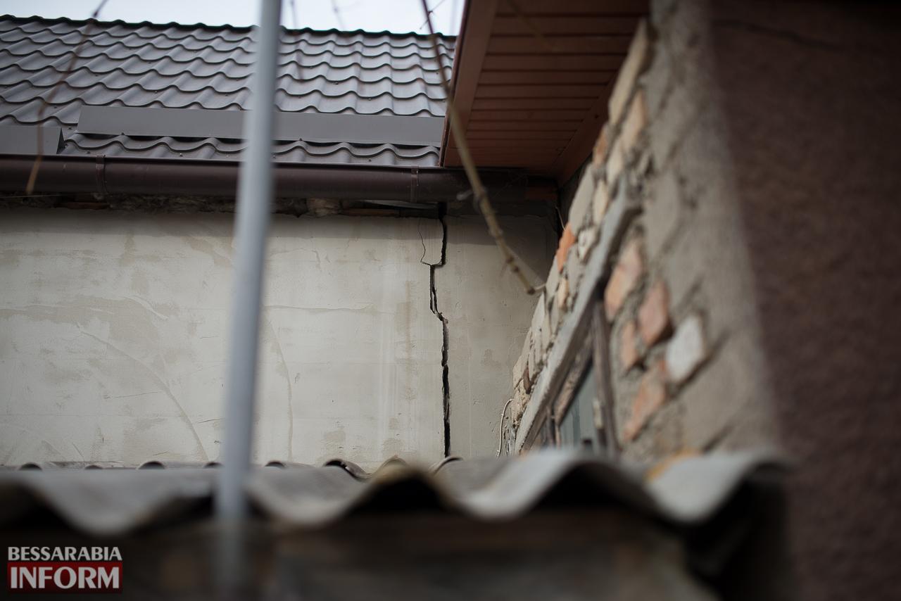 SME_6679 В Измаиле из-за аварии на водопроводе в частном секторе несколько домов пошли огромными трещинами (ФОТО)