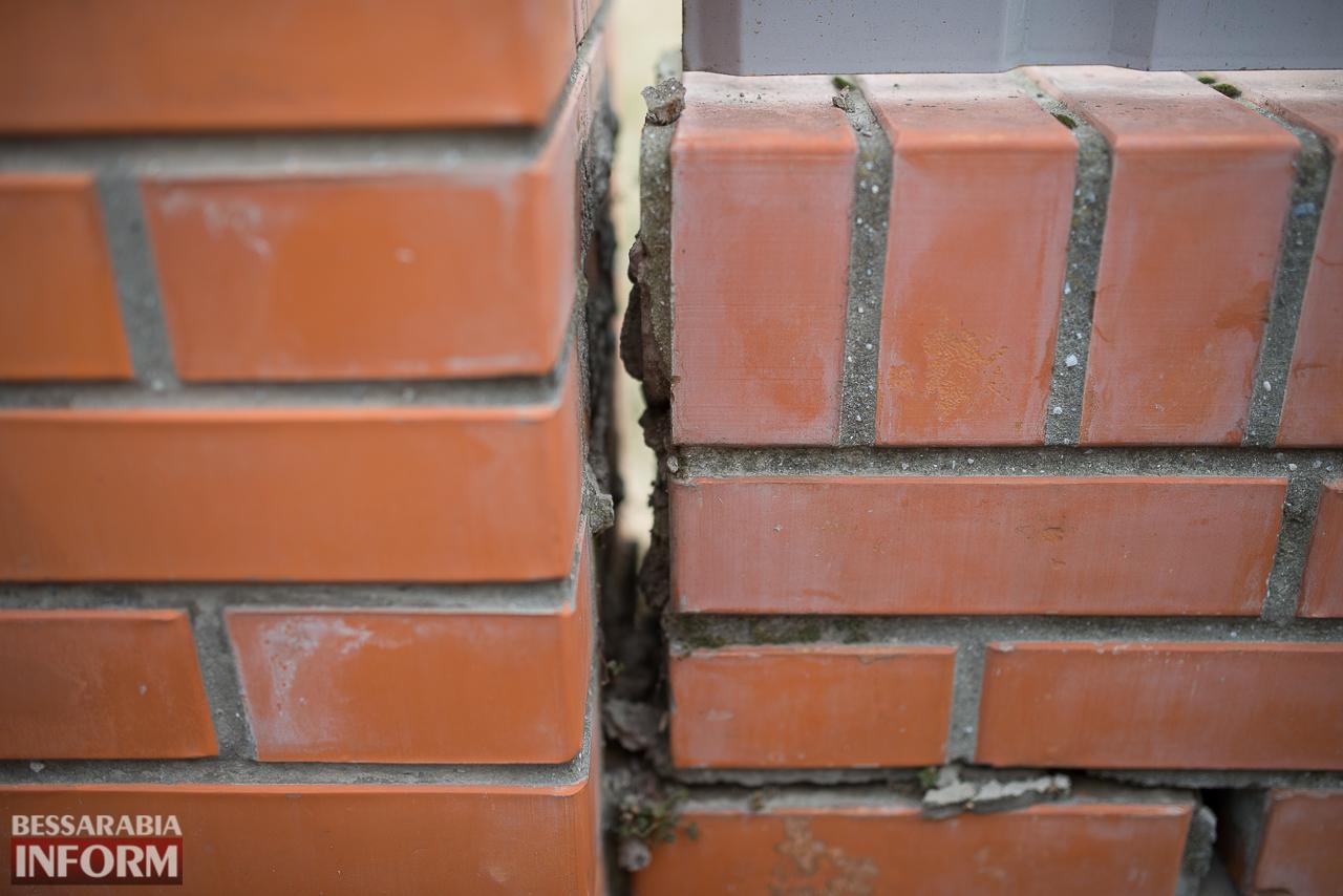 SME_6717 В Измаиле из-за аварии на водопроводе в частном секторе несколько домов пошли огромными трещинами (ФОТО)
