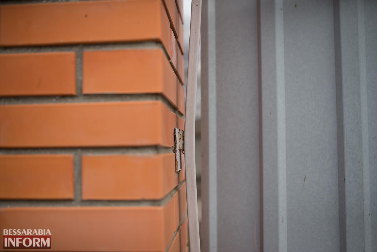 SME_6728 В Измаиле из-за аварии на водопроводе в частном секторе несколько домов пошли огромными трещинами (ФОТО)