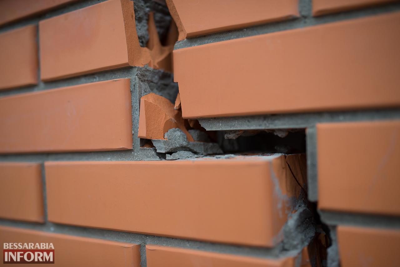 SME_6793 В Измаиле из-за аварии на водопроводе в частном секторе несколько домов пошли огромными трещинами (ФОТО)