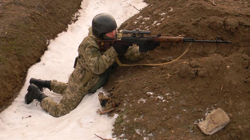 pogranichnik-v-okope На полигоне возле Рени прошли трёхдневные учения пограничных спецназовцев (фото)