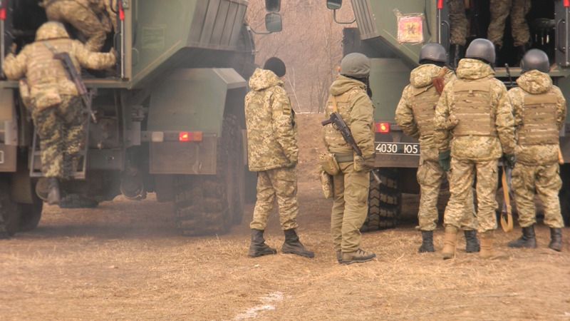 pogranichniki-pogruzka-v-avto На полигоне возле Рени прошли трёхдневные учения пограничных спецназовцев (фото)