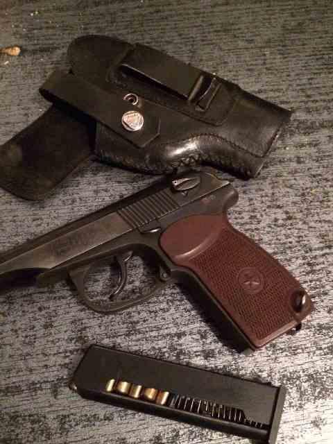 """В пункте пропуска """"Удобное"""" пограничники изъяли у водителя газовый пистолет"""