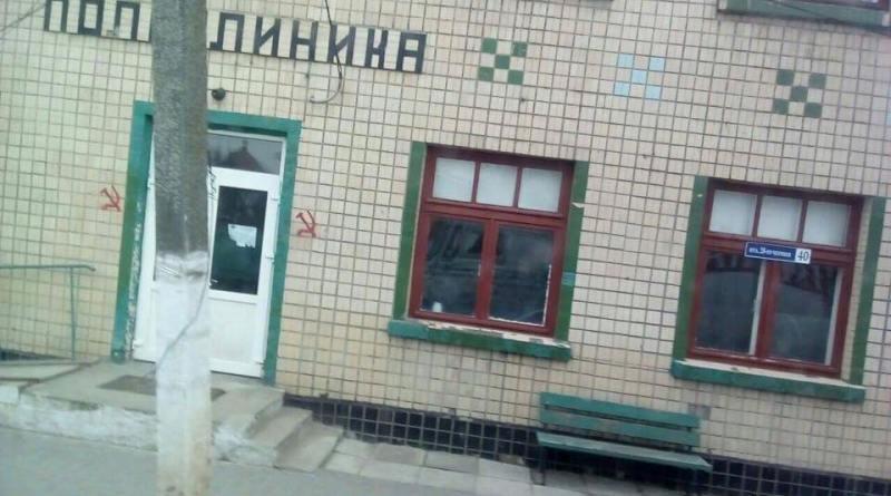 14717158_1246873965368606_7092920584766649304_n В Вилково здания разрисовали коммунистической символикой и обклеили провокационными листовками (фото)
