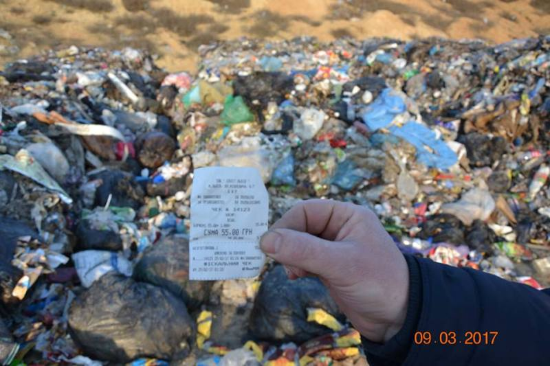 Белгород-Днестровский р-н: полиция начала расследовать незаконный выброс львовского мусора (ФОТО)