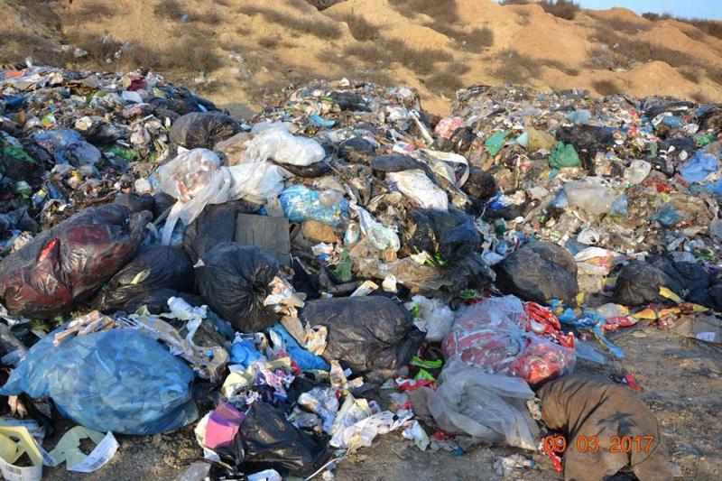 17190568_1380205775368926_8020466628111306597_n Белгород-Днестровский р-н: полиция начала расследовать незаконный выброс львовского мусора (ФОТО)