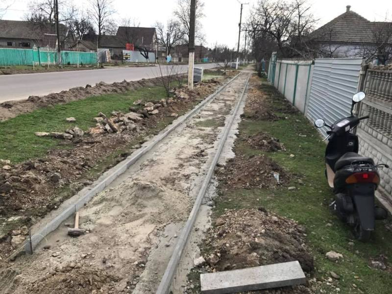 17353187_1250240351698634_1074174614536064826_n Килийский р-н: в Шевченково после смертельного ДТП решили обустроить для пешеходов новый тротуар