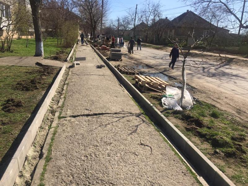Килия: в городе начали благоустраивать тротуары